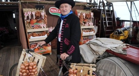 Onion Johnnies sail back to Britain from Brittany