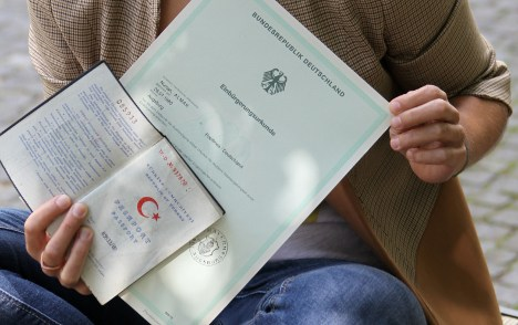 Justice Minister: relax dual citizenship law