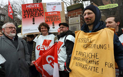 Union calls more public workers out on strike