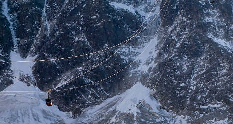 Mont Blanc cable car fire leaves hundreds hanging