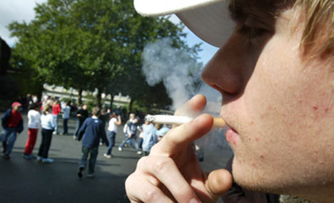 Young Germans stub out cigarettes
