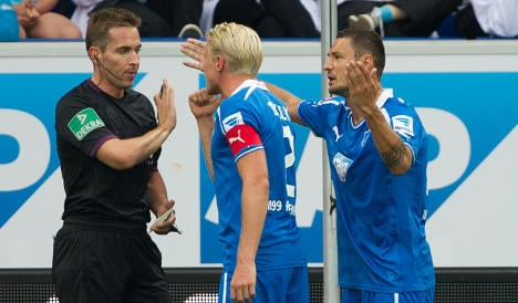 Big names struggle in flurry of red cards