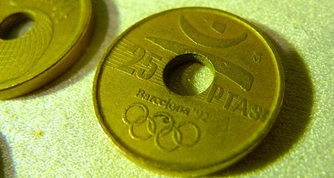 One in three Spaniards want pesetas back