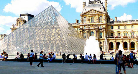 Louvre artworks to be moved amid flood fears