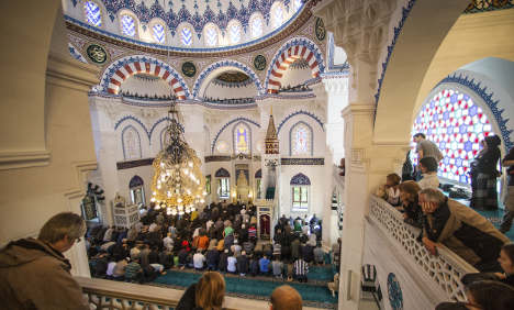 Mosques open doors to non-Muslims
