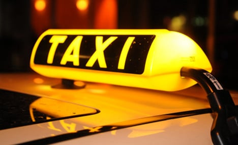 Taxi driver returns €250,000 to passengers