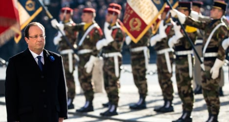 Hollande booed at Remembrance Day event