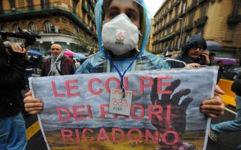 Thousands in Naples protest mafia pollution