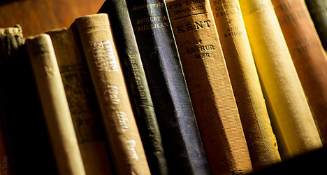 Guilty man returns books he stole 25 years ago