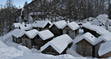 White Christmas arrives late for northern Alps