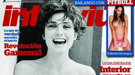Spanish mag publishes topless Julie Gayet pics