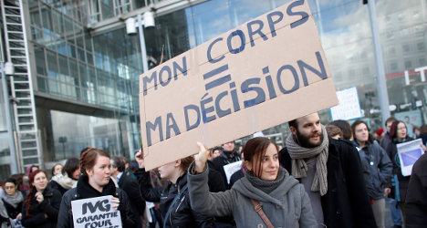 Abortion: French MPs vote to relax legislation