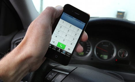 Police 'powerless' to stop phones at the wheel