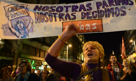 Spanish women defend abortion rights