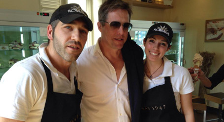Hugh Grant calls in at Turin bar for lunch