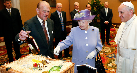 British royals give Pope whisky and eggs