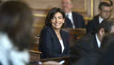 First female mayor of Paris takes office
