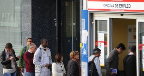 Jobless queues shrink by 111,565 in April