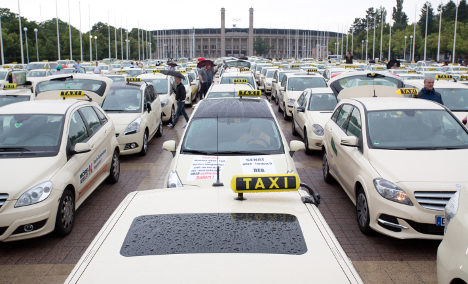 'It can't go on like this' – taxis in Uber protest