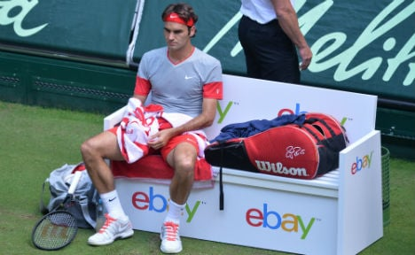 Federer reaches semis without hitting a ball