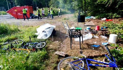 Migrants abandon camp to avoid eviction