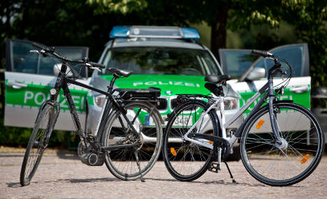 Police sorry for fining one-armed bike rider