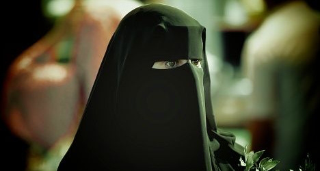 Catalan town defies courts with burqa ban