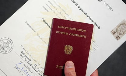 Small increase in foreigners getting citizenship