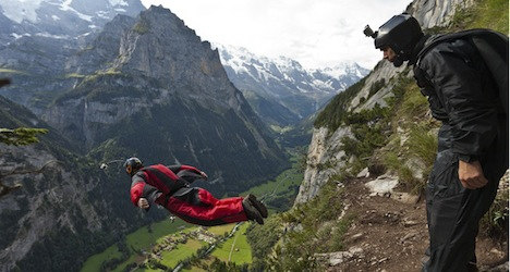 Two base jumpers killed after 'parachutes fail'