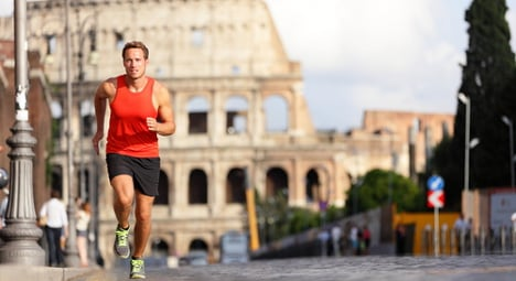 Guides offer jogging tours of Rome to tourists