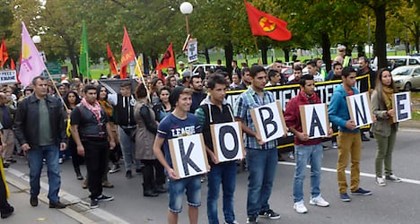Thousands gather to support Kobane's Kurds