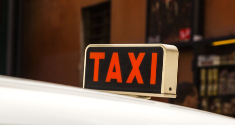 Rip-off Rome taxi driver robs tourists' luggage
