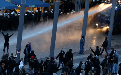 Far-right thugs injure 44 officers in Cologne clash