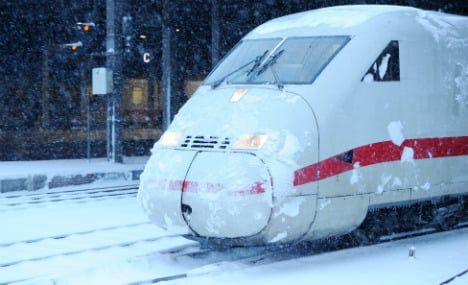 Hundreds stranded on faulty ICE train