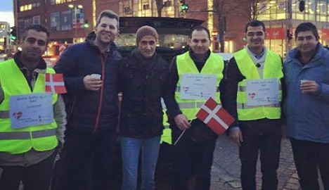 Syrian refugees hand out free coffee to commuters