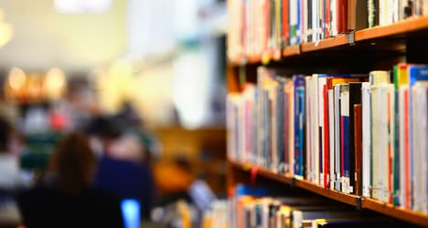 Library demo: students fight for longer hours