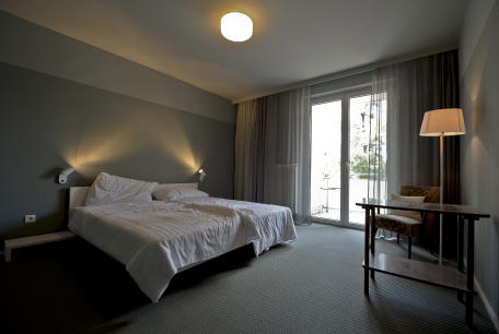 Hotel staffed by refugees opens in Vienna
