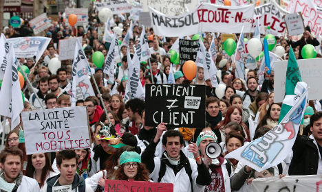 Doctors hit streets of Paris to protest reforms
