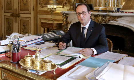 Does Hollande have the world's messiest desk?