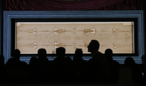 Turin shroud back on display after five years