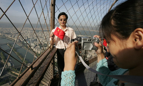 Chinese petition urges Paris to fight crime