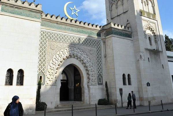 French Muslim leader calls for more mosques