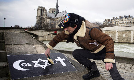 France more positive to Jews, Muslims than UK