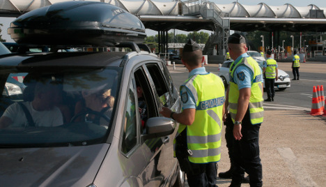 Fake cops turn robbers to hit tourists in France