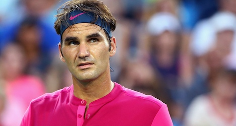 Federer shakes off rust after month's layoff