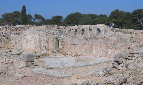 French couple detained for looting historical site