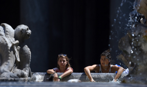 Rome mulls hiking fines for fountain dips