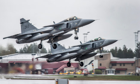 Swedish air force to fly through Russian skies