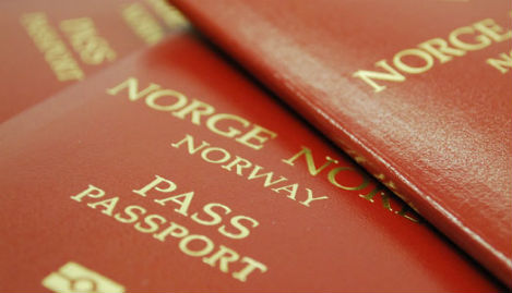 Norway mulls passport controls for refugees