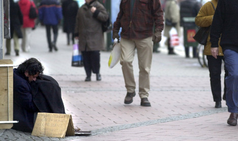 Minister asks Swedes not to give cash to beggars